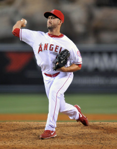 May 7, 2015; Anaheim, CA, USA; Los Angeles Angels relief pitcher Huston Street (16) pitches the ninth inning against the Houston Astros at Angel Stadium of Anaheim. Mandatory Credit: Gary A. Vasquez-USA TODAY Sports