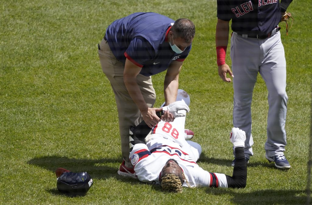 Luis-robert-white-sox-injury-1024x673